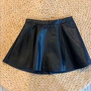 ADORABLE H&M Faux Leather Skirt